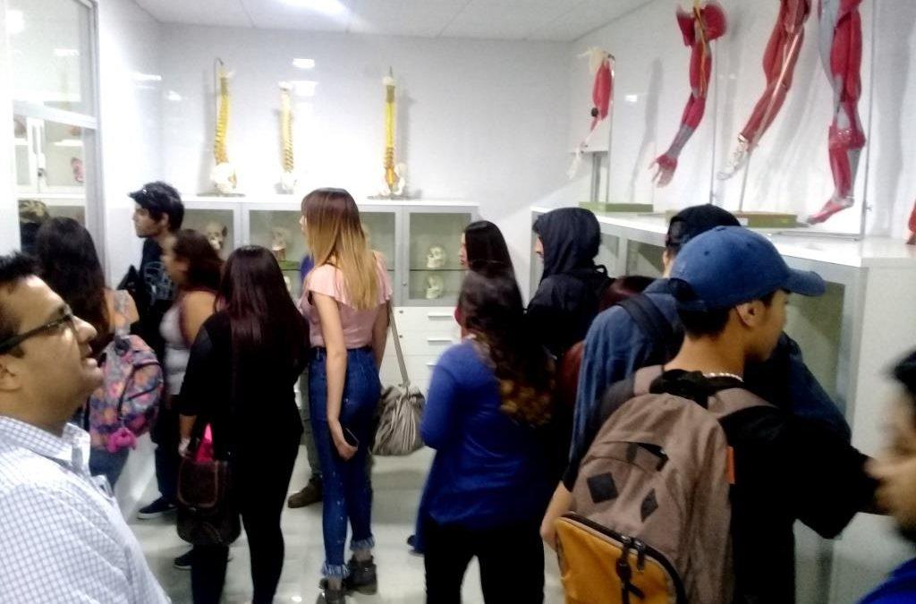 Estudiantes del CEIA visitaron dependencias de la Facultad de Medicina