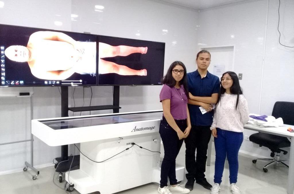Desde El Salvador a Copiapó: Alumnos viajaron para conocer la reciente inaugurada FACMED