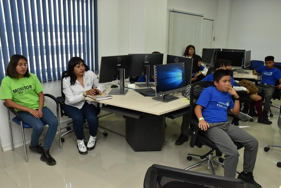 Escolares conocieron la FACMED y participaron en Charla Sobre Adicciones ofrecida por experto